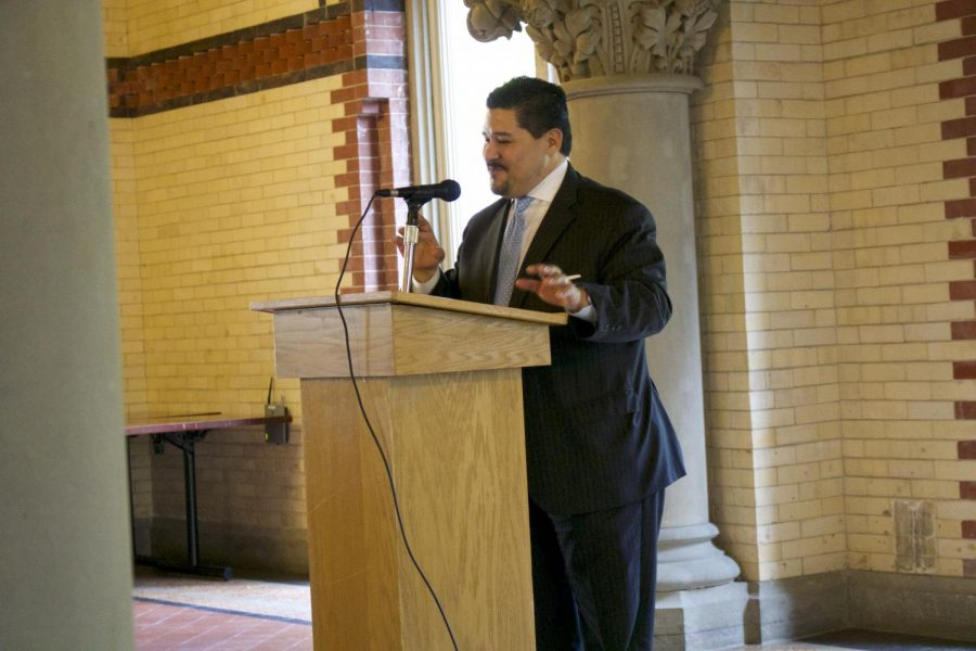 Chancellor+Richard+Carranza+speaking+to+student+journalists+at+the+round+table+discussion+on+May+9.+